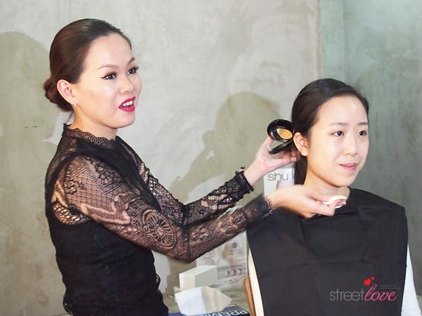 Shu Uemura The Lightbulb Oleo-Pact Foundation Makeup Demo with Lisa Yap
