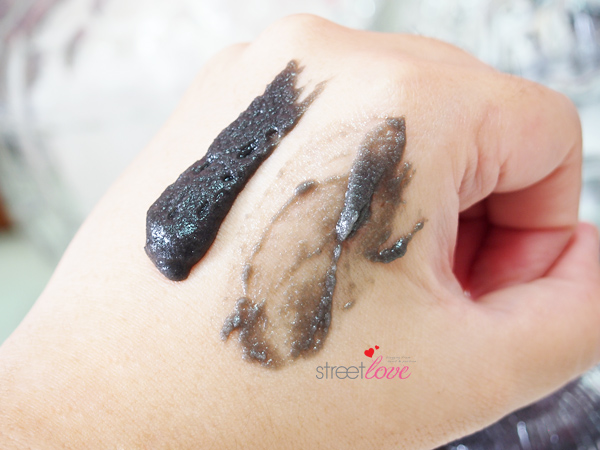 Black Silica Salt Facial Esthe Hand Swatch