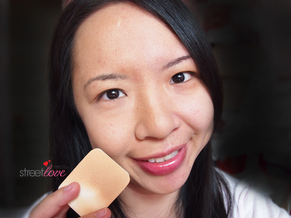 Bourjois Silk Edition Compact Powder Sponge Application