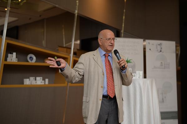 Dr Alain Khaiat Crystal Tomato Plus Consultant