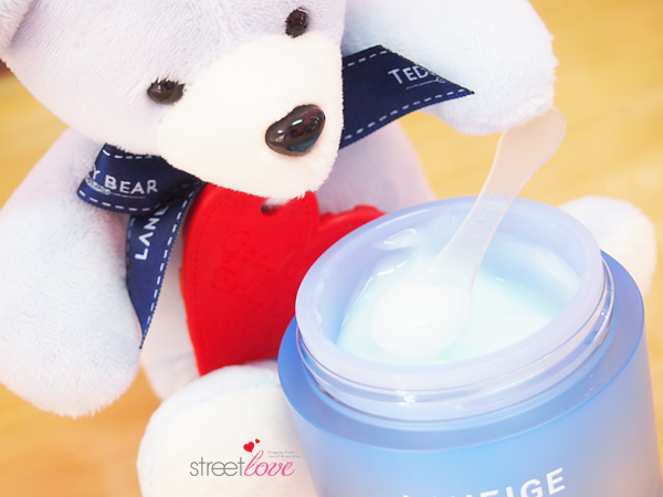 Laneige Water Sleeping Mask Texture and Spatula 2