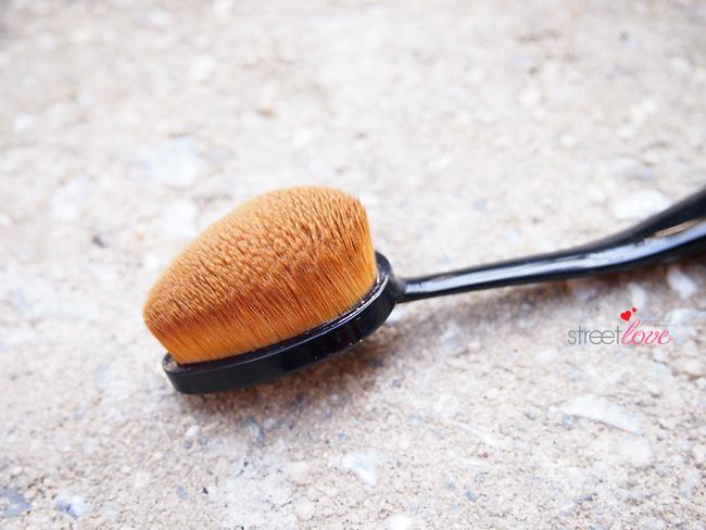 Missha Professional Oval Make Up-Brush 2