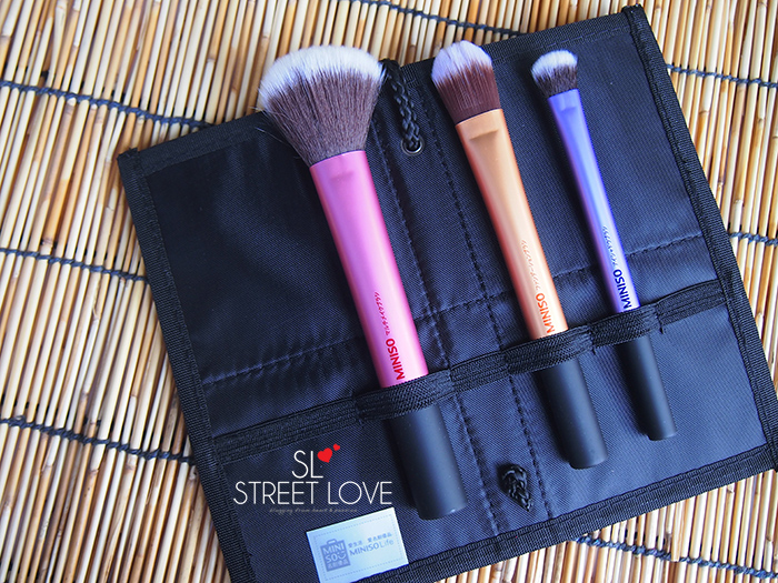 Miniso Cosmetic Bag With 3 Brushes Set 2